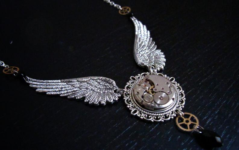 ゴシックチョーカー、翼の時計ビクトリア朝のゴス。バルセロナのショップから。